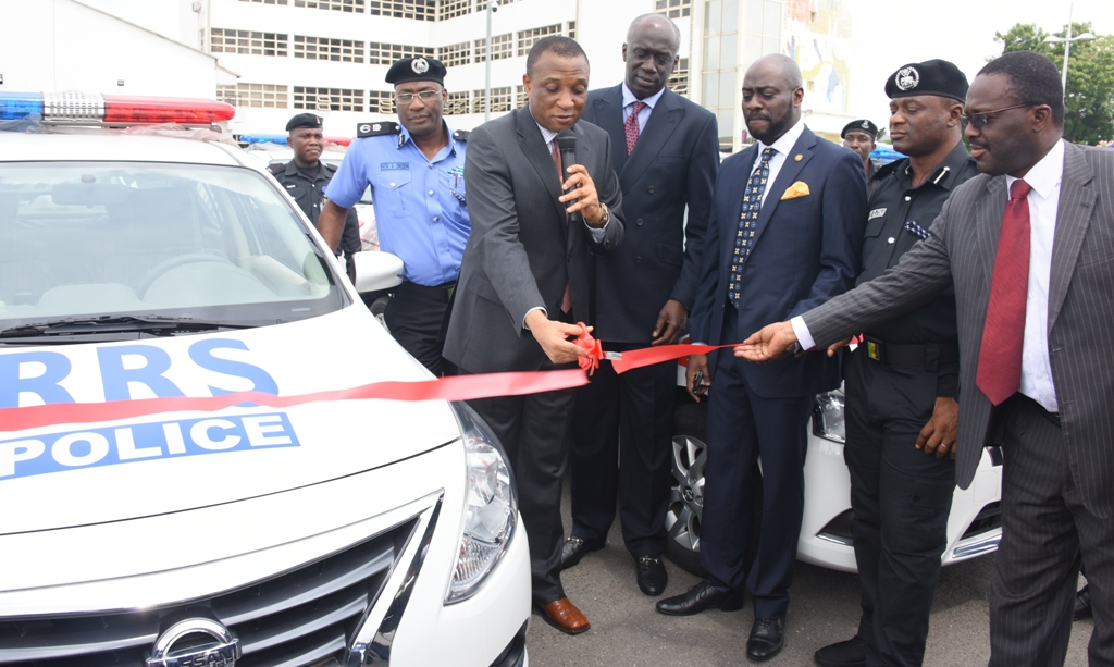 Photo of GOV. AMBODE HANDS OVER 20 PATROL VEHICLES TO RAPID RESPONSE SQUAD (RRS), CHEQUES TO FAMILIES OF KILLED POLICEMEN IN ISHAWO, IKORODU